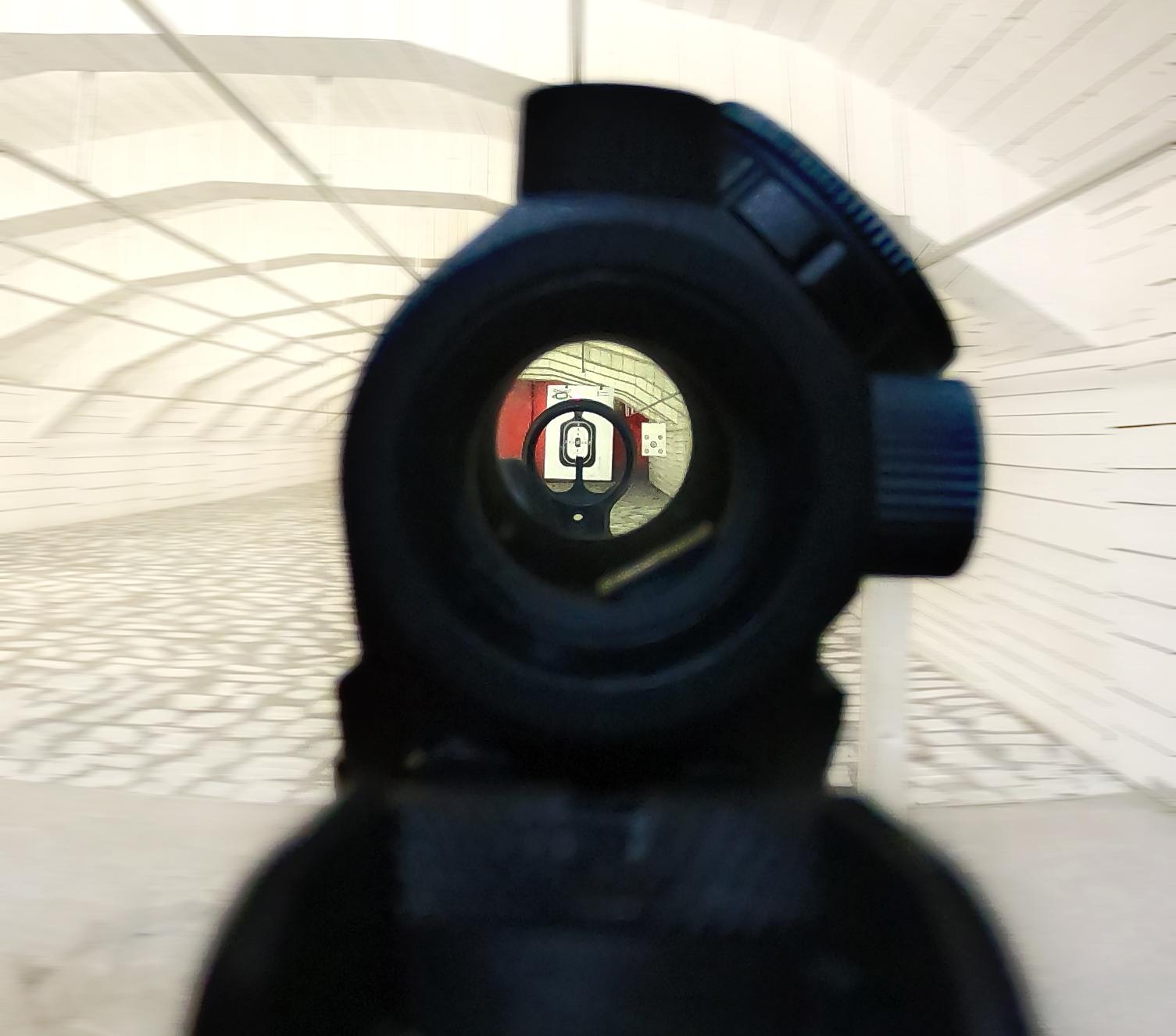Tir cu arma în cel mai mare poligon indoor din România