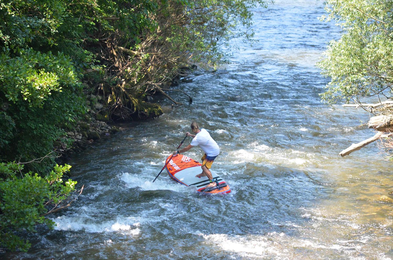 Explorează natura practicând Stand Up Paddle în Cheile Nerei