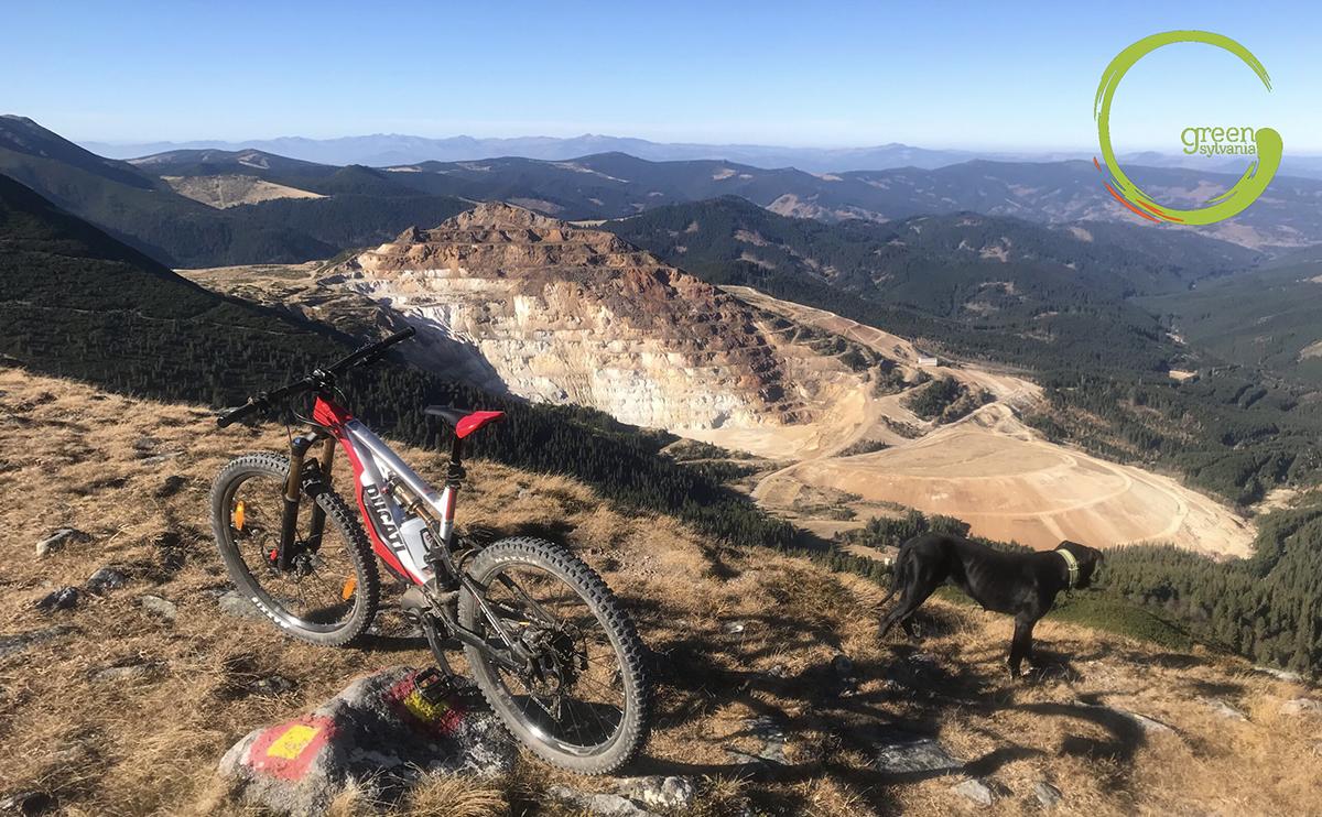 Explorează Munții pe ebike-urile MTB Thok