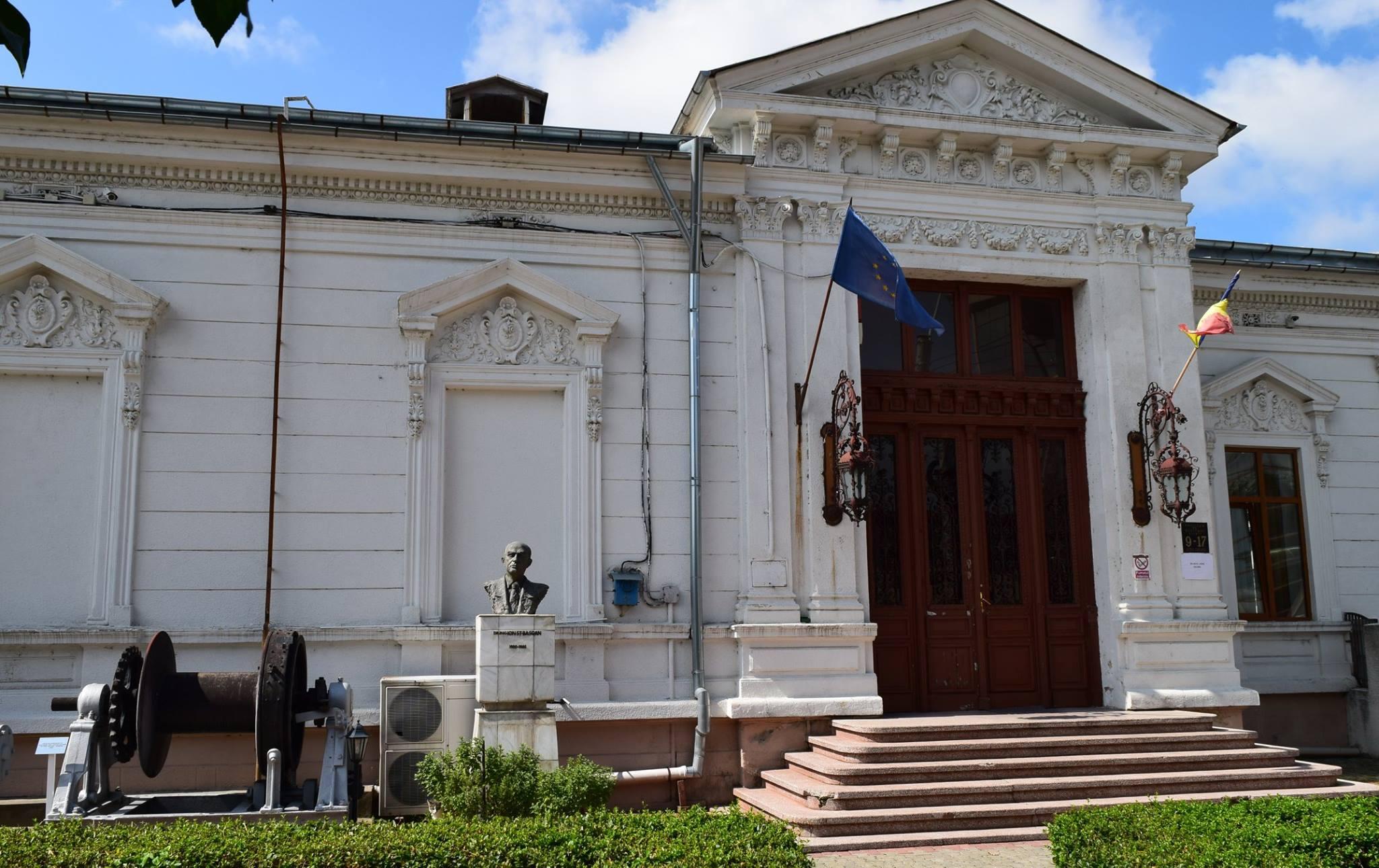 Vizitează Muzeul Petrolului - Muzeul Judeţean de Ştiinţele Naturii Prahova
