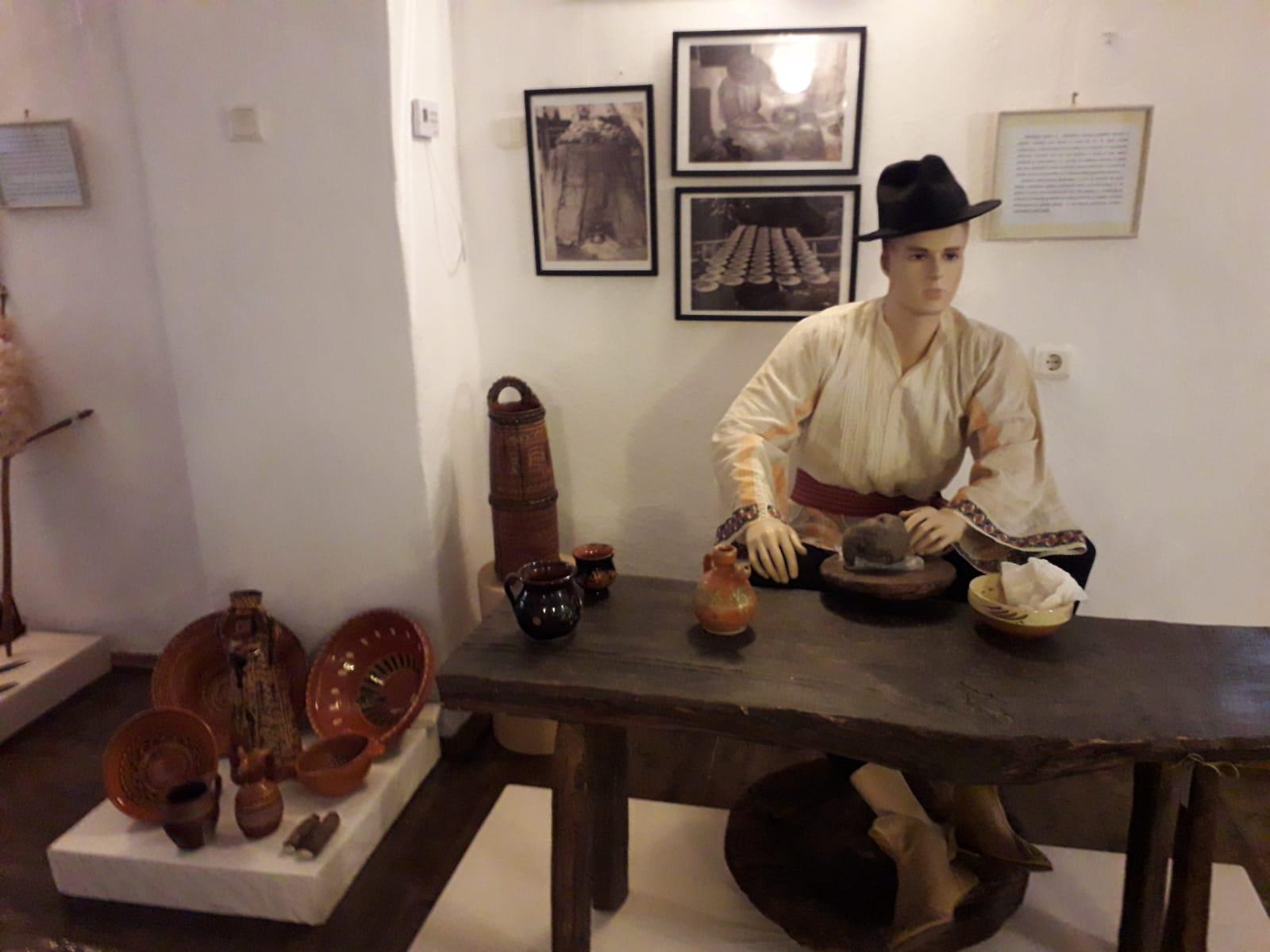 Muzeul de Etnografie și Folclor - Pucioasa