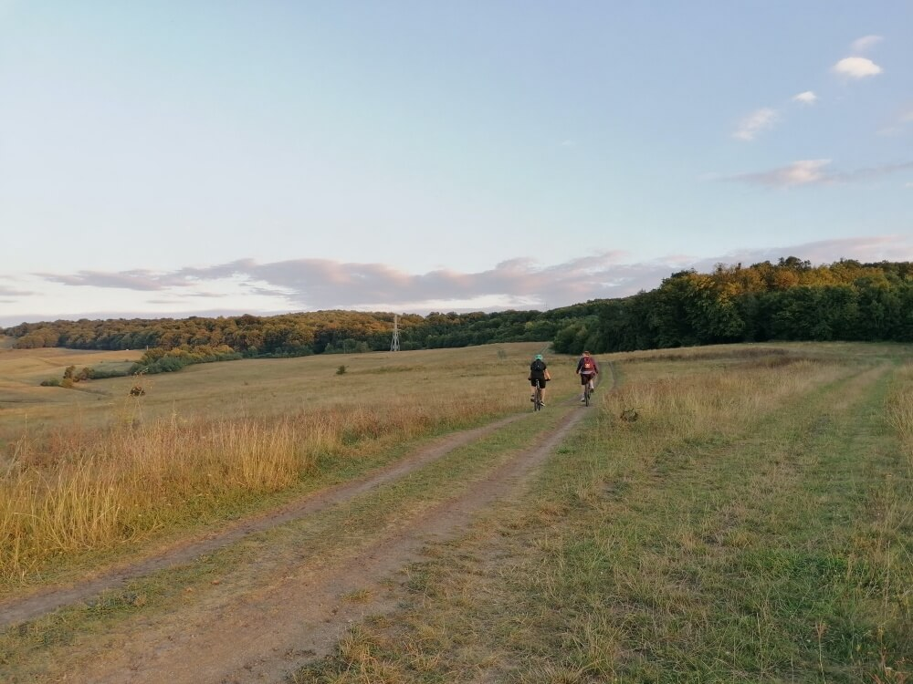 Traseu pe ebike spre Ochii Dealurilor