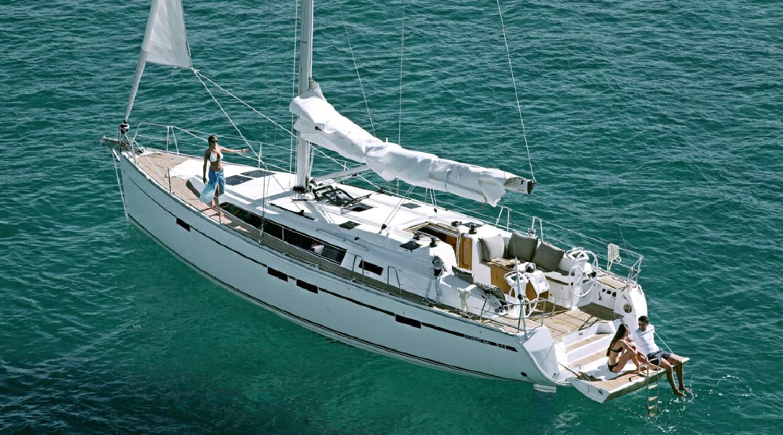 Petrecere privată pe yacht în largul mării