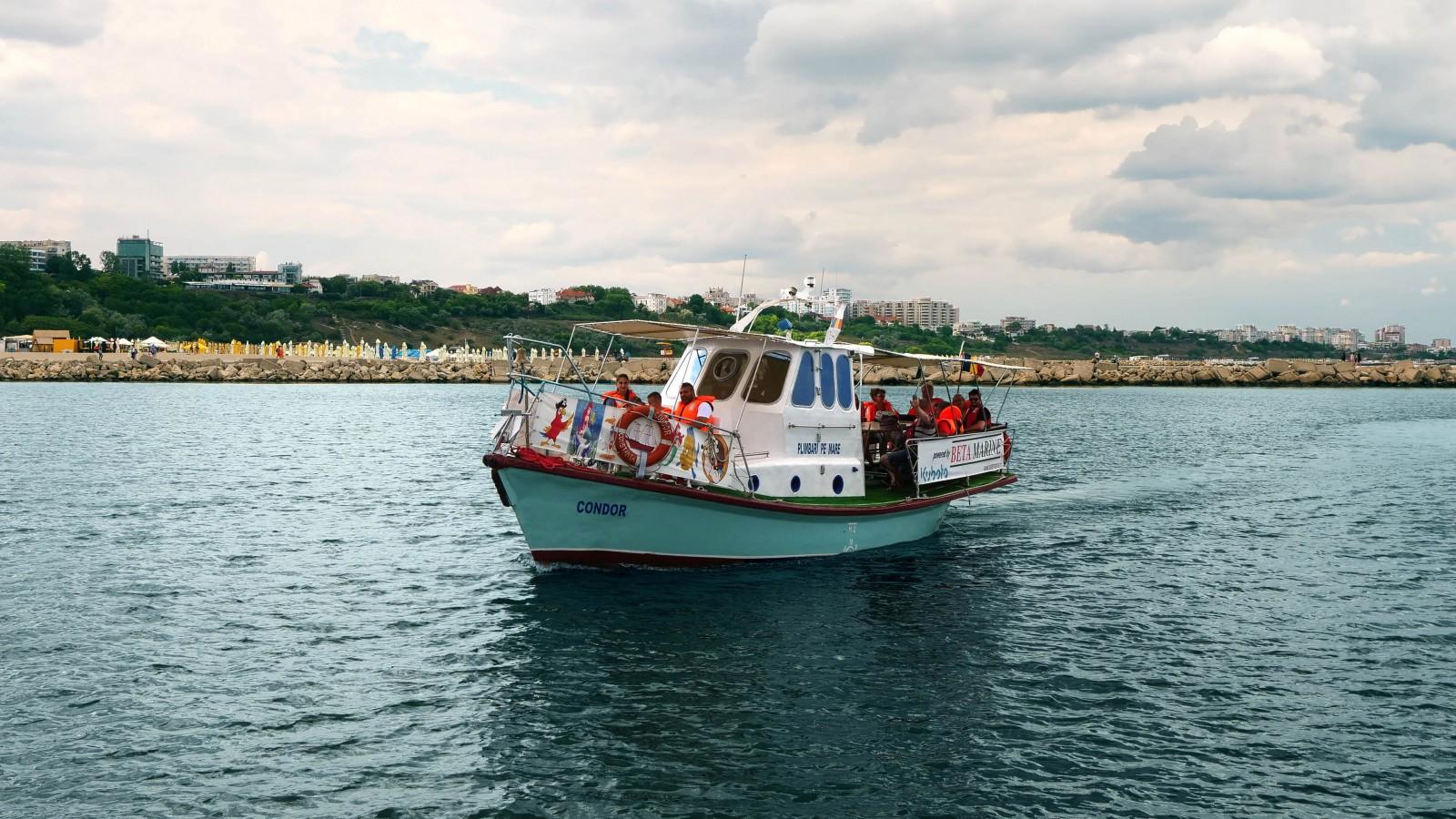 """Plimbări pe mare cu """"Condor"""" și """"Tomis"""" în Portul Tomis Constanța"""