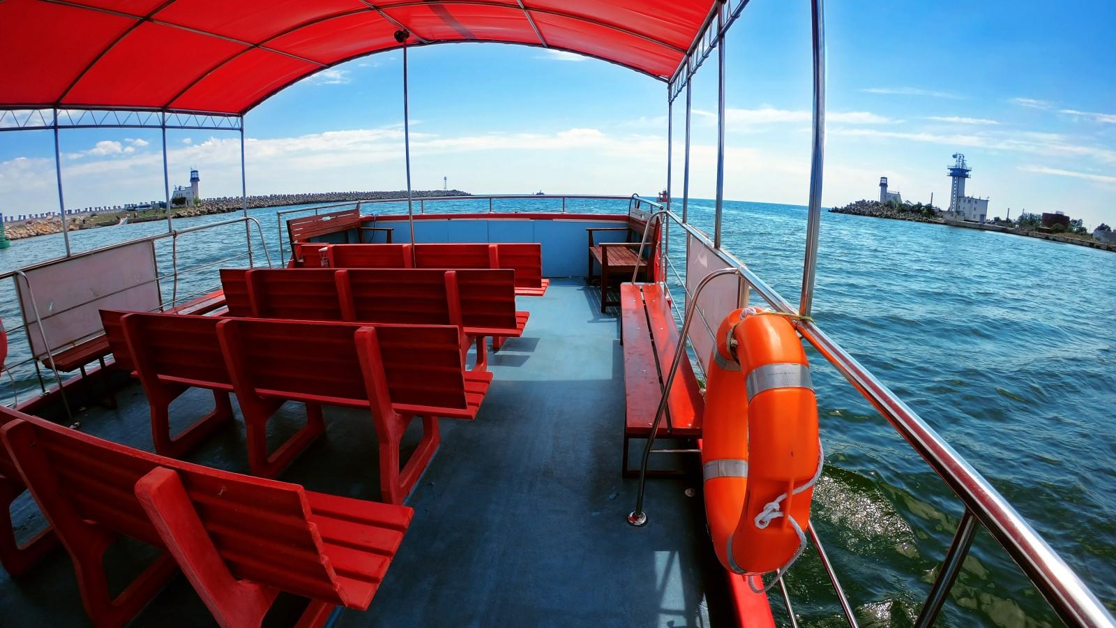 """Plimbări pe mare cu """"Corsarul"""" din Portul Turistic Mangalia"""