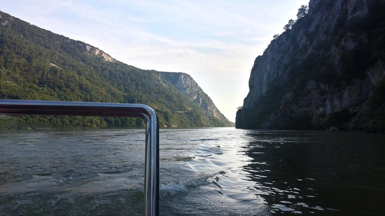 Plimbare cu barca pe Dunăre cu oprire pentru înot