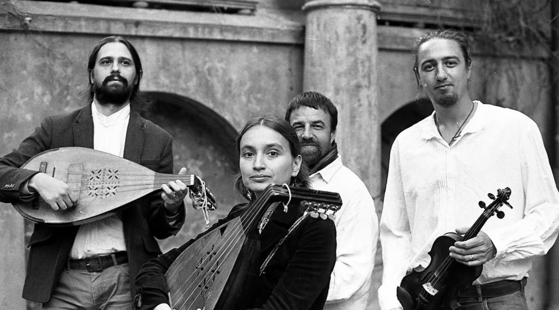 Seara traditionala la Alunis - concert Trei Parale