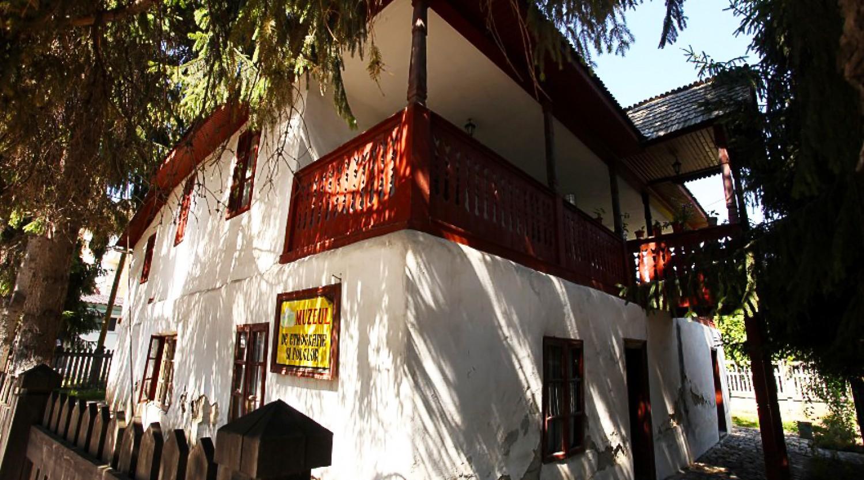 Muzeul de Etnografie si Folclor - Pucioasa