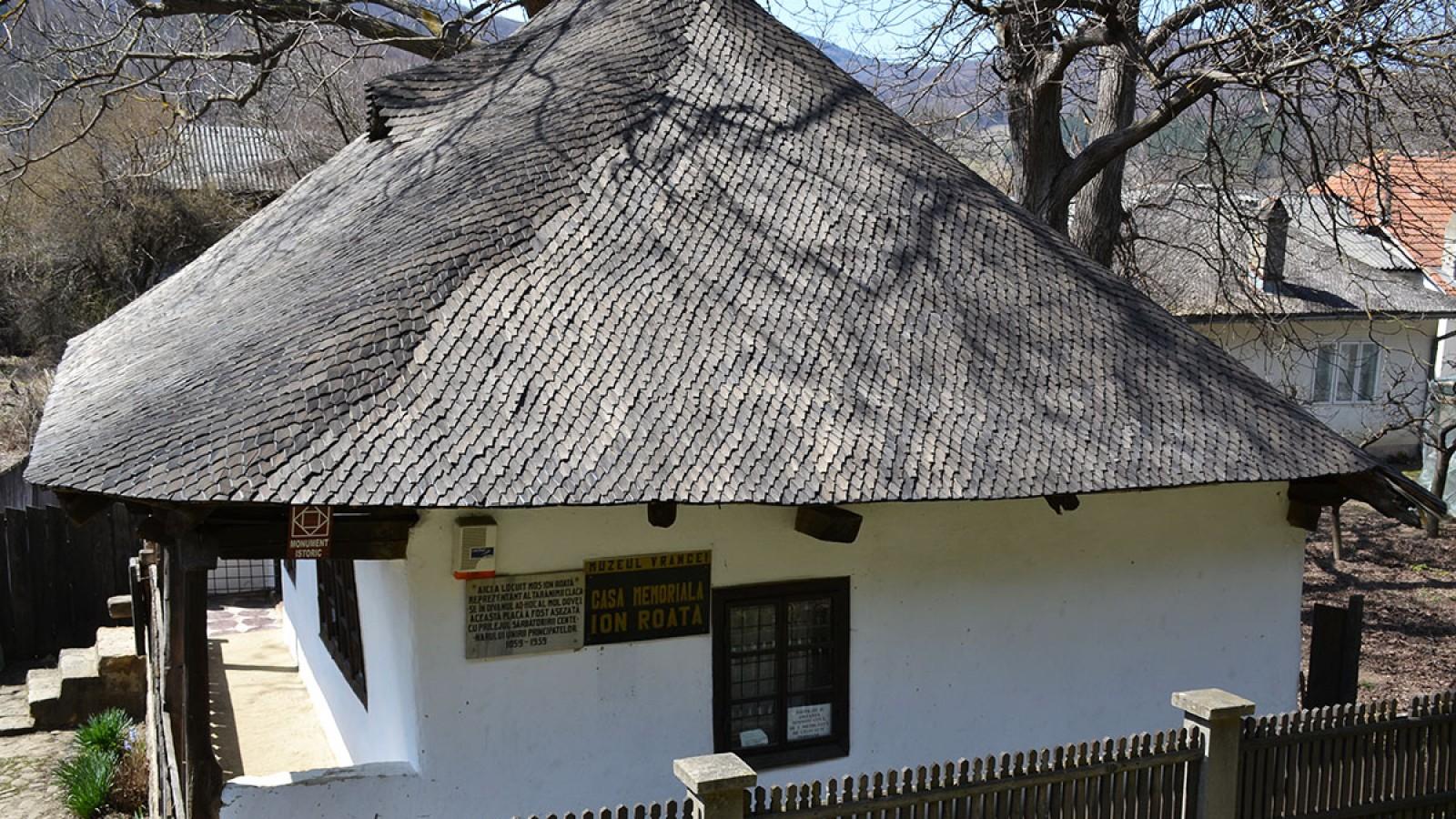 Casa Memorială Ion Roată din Câmpuri
