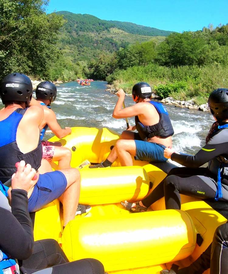 Rafting on Aries river